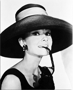 ss2080962_-_photograph_of_audrey_hepburn_as_holly_golightly_from_breakfast_at_tiffanys_available_in_4_sizes_framed_or_unframed_buy_now_at_starstills__25144__07035.1394483701.1280.1280