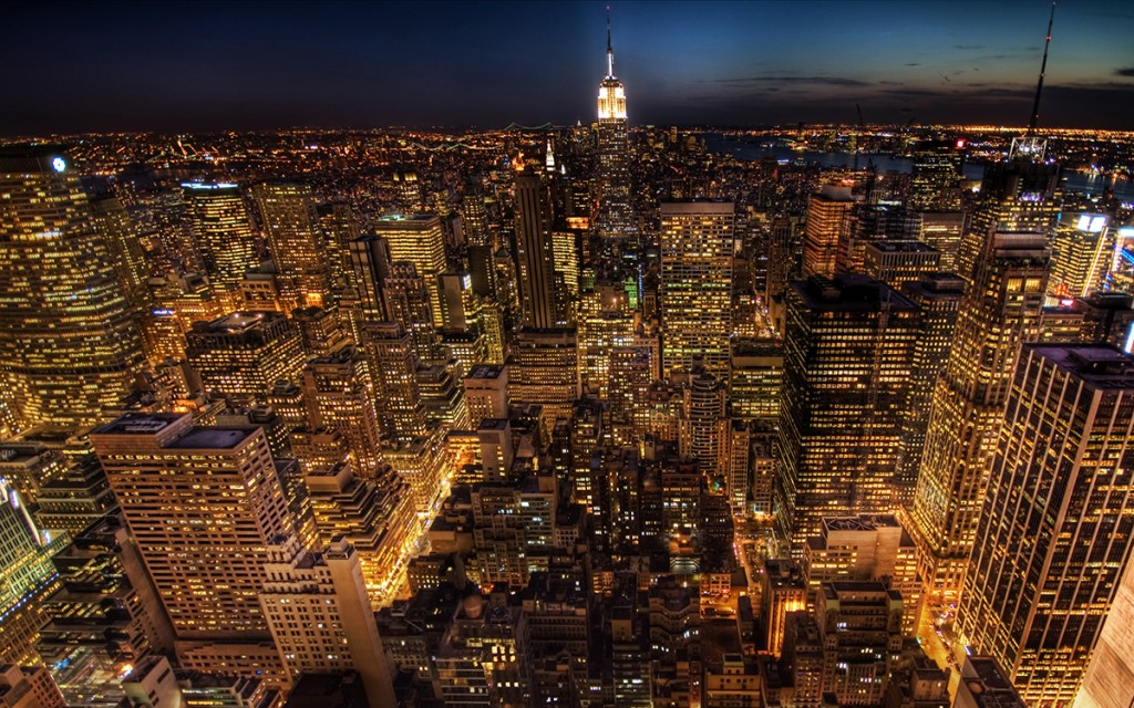 Empire-State-Building-New-York-City-at-Night-2560x1600-wide-wallpapers.net_-1024x640