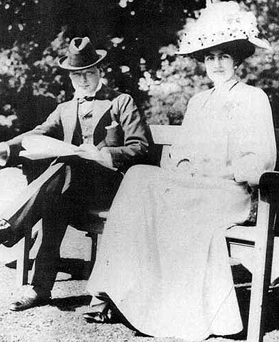 Winston_Churchill_(1874-1965)_with_fiancée_Clementine_Hozier_(1885-1977)_shortly_before_their_marriage_in_1908