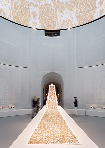 manus-x-machina-exhibition-met-metropolitan-museum-art-oma-interior-new-york-usa-brett-beyer_dezeen_936_0