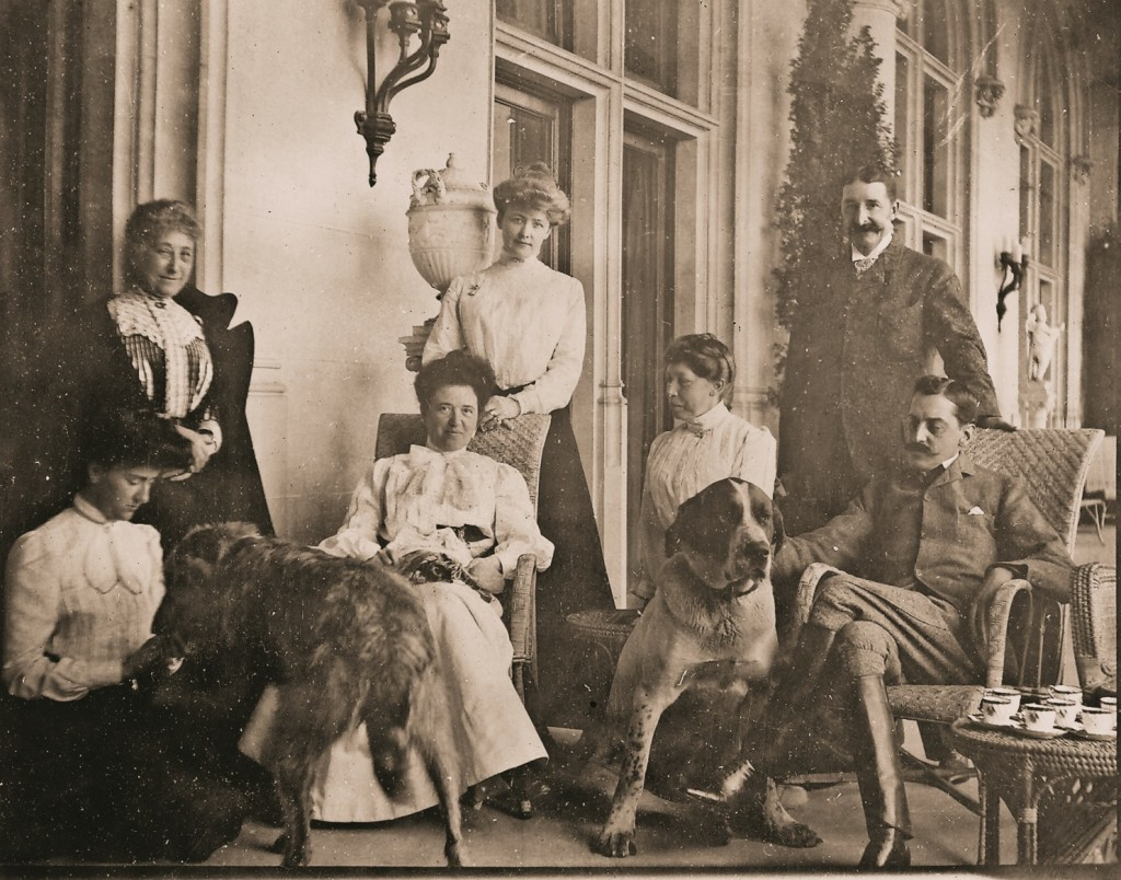 george-vanderbilt-and-family-having-tea-at-the-biltmore-estate-early-1900s